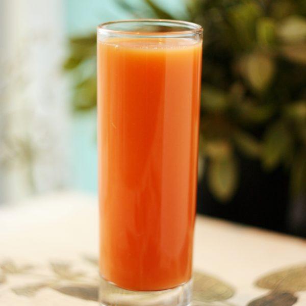 Свежий сок морковный